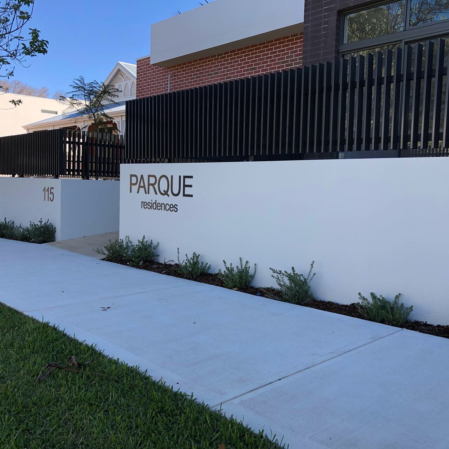 White High Gate at Parque Residence